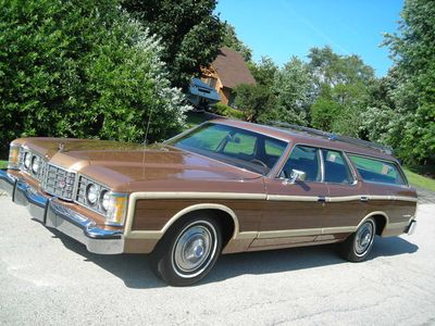 1973_ford_country_squire_station_wagon1